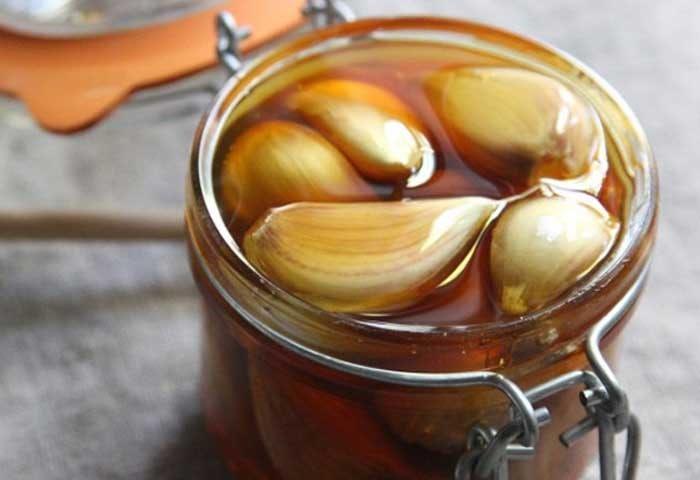 See What Happens When You Eat White Garlic And Honey 1 min - خداحافظی چربی های شکم با سیر و عسل